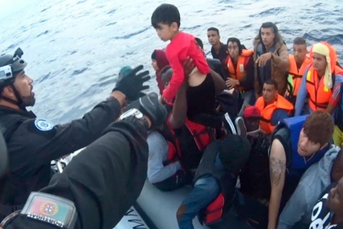 PM resgata do Mar Egeu mais 54 refugiados