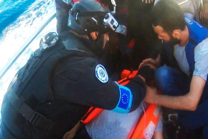 PM, na Grécia, apoia homem em paragem cardiorrespiratória