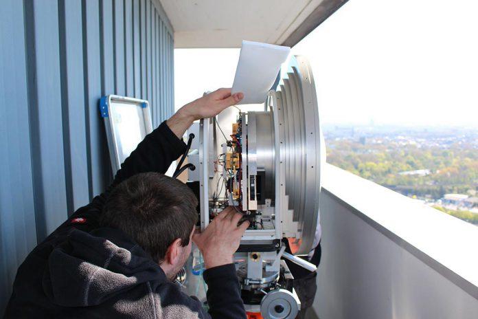 Antena parabólica de transmissão em banda E