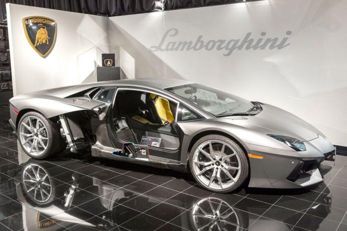 Lamborghini reforça investigação em fibra de carbono