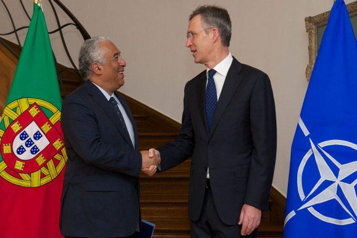 Primeiro-ministro, António Costa (à esquerda) e Secretário Geral da OTAN, Jens Stoltenberg (à direita), 17 de março de 2016