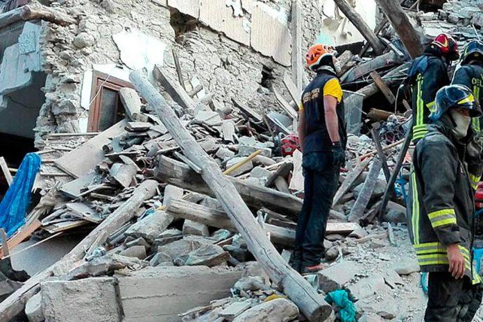Terramoto no centro de Itália cria larga devastação.