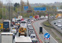 Engarrafamentos e semáforos são risco para a saúde.