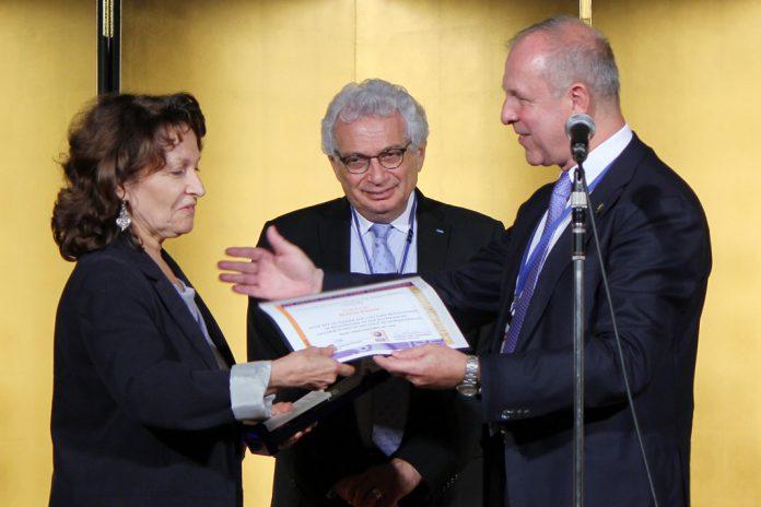 Cientista portuguesa distinguida com Prémio de Carreira Internacional