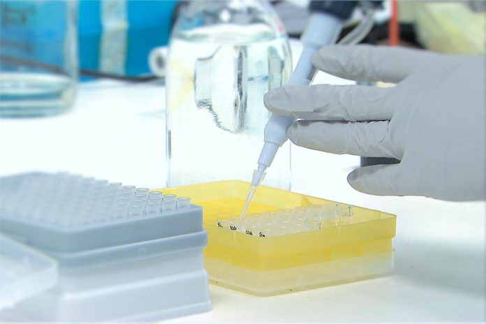 Dinamarca suspende lote de vacina COVID-19 da AstraZeneca