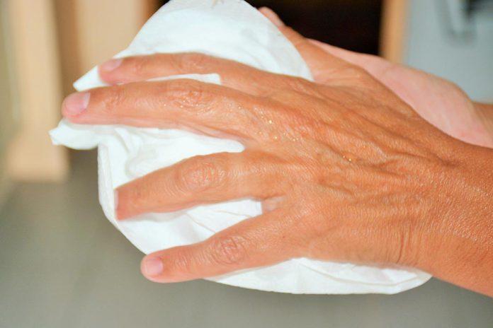 Secadores de mãos elétricos disseminam bactérias e vírus