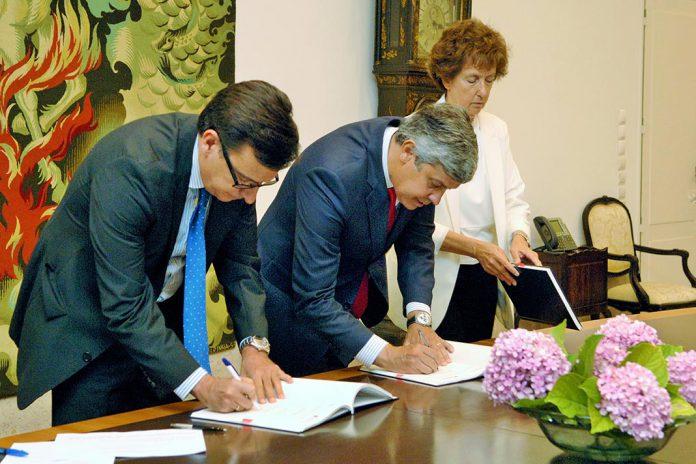 Román Escolano, vice-presidente do BEI (à esquerda) e Mário Centeno, Ministro das Finanças (à direita)