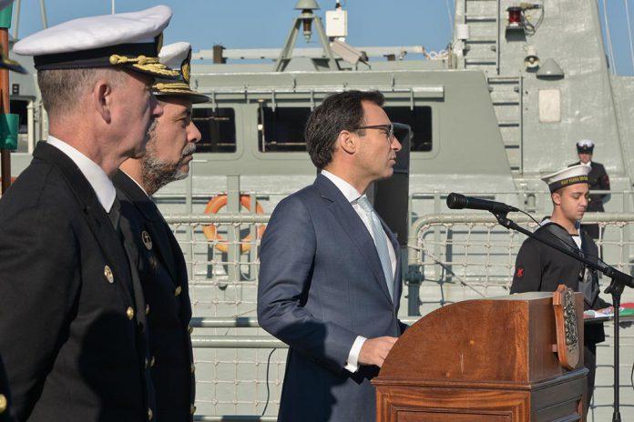 Navios da Armada recebem distintivo de Autoridade Marítima