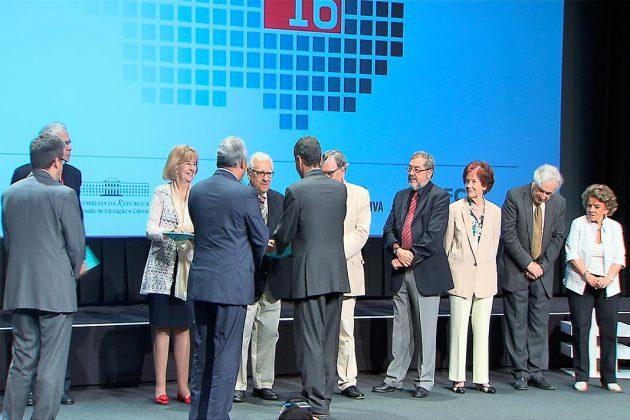 MCTES atribui medalha de mérito a investigadores