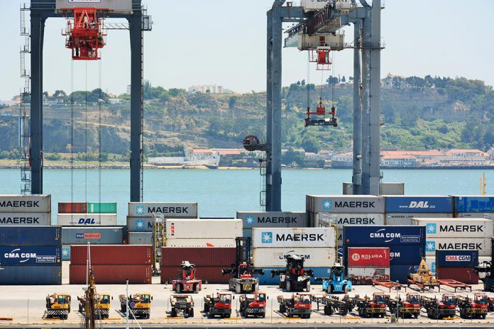 Movimento de mercadorias nos portos bate recorde em 2015