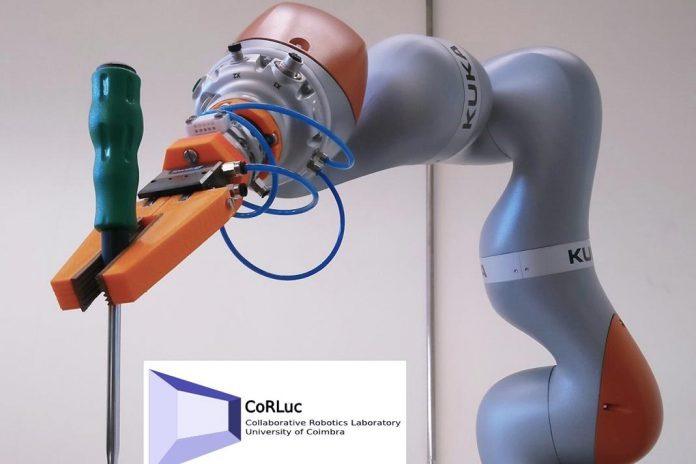 Investigadores da UC criam interação homem-robô para projeto europeu ColRobot