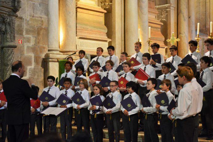 Coral de Meninos de Westminster na Igreja dos Jerónimos