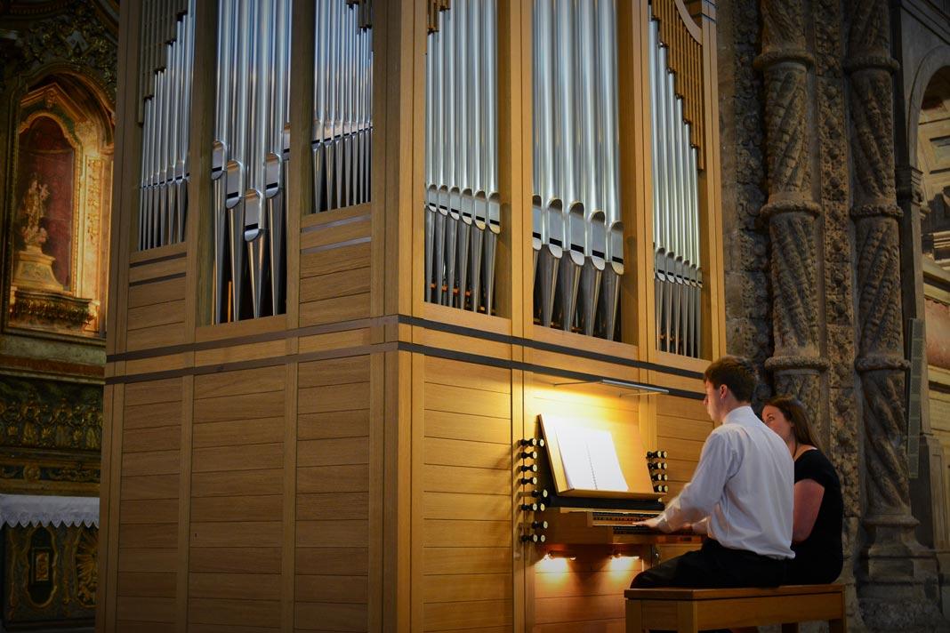Coral de Meninos de Westminster, Alexandre Aiken, no órgão.