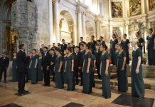 Grupo Coral de Jovens de Vancouver na Igreja do Mosteiro dos Jerónimos dirigido pelo maestro Tony Araújo