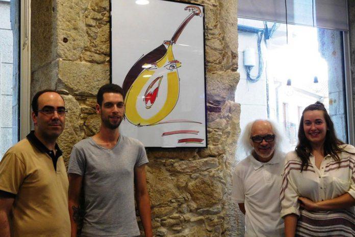 Orlando Pompeu (dir.), acompanhado por Angela e Alaitz do ArteCafe, e do historiador Daniel Bastos (esq.)