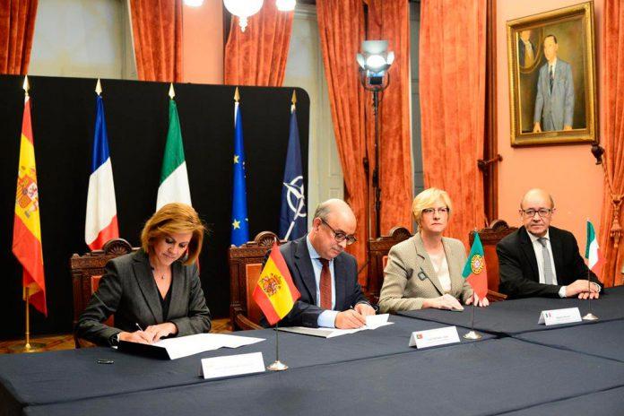 Ministros da Defesa, da esquerda para a direita, de Espanha, Portugal, Itália e da França.