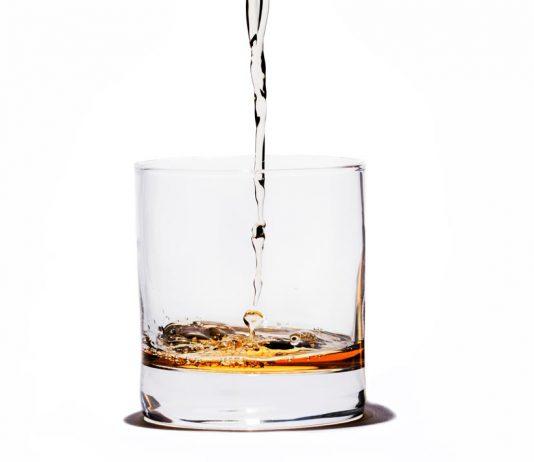 Copo de uísque mais água