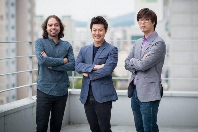 João Igor, presidente da CoolFarm, à esquerda, Jonathan Hwaseong Jeon, CEO da CNTTech, ao centro e Chong Kim, Diretor de Business e Marketing na Coreia do Sul, à direita