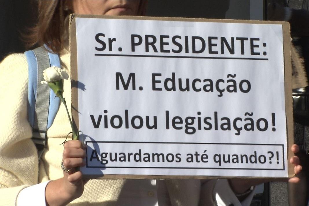 Professores manifestam-se no Dia da Restauração