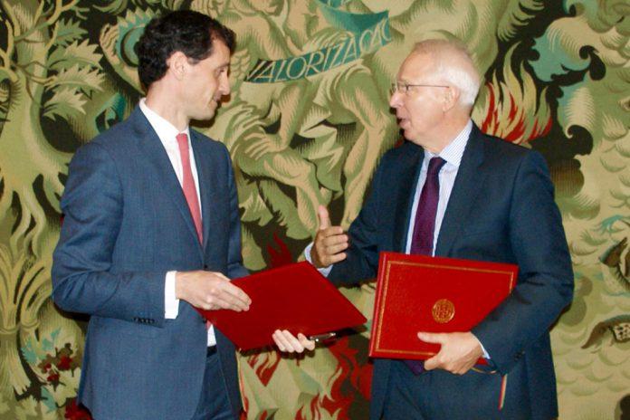 Álvaro Novo, Secretário de Estado do Tesouro, Rolf Wenzel, Governador do Banco de Desenvolvimento do Conselho da Europa (na foto da esquerda para a direita)