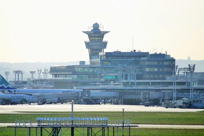 Aeroporto Orly Paris : Homem é abatido no aeroporto de orly depois atacar