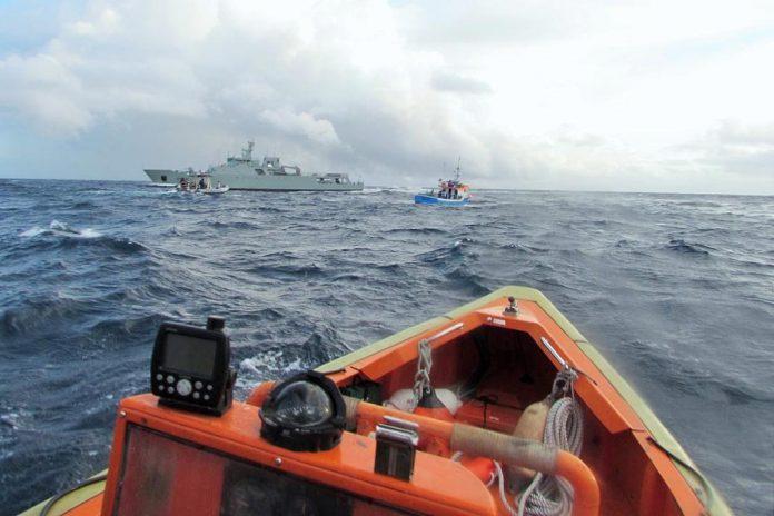 Embarcação intercetada em pesca ilegal na Reserva dos Ilhéus das Formigas