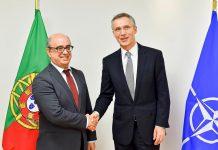 Azeredo Lopes, Ministro da Defesa Nacional, à esquerda e Jens Stoltenberg, Secretário-geral da OTAN, fevereiro de 2016