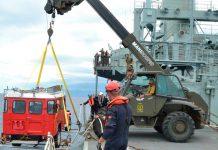 Marinha desembarca viaturas na Baía Ana Chaves, em São Tomé e Príncipe