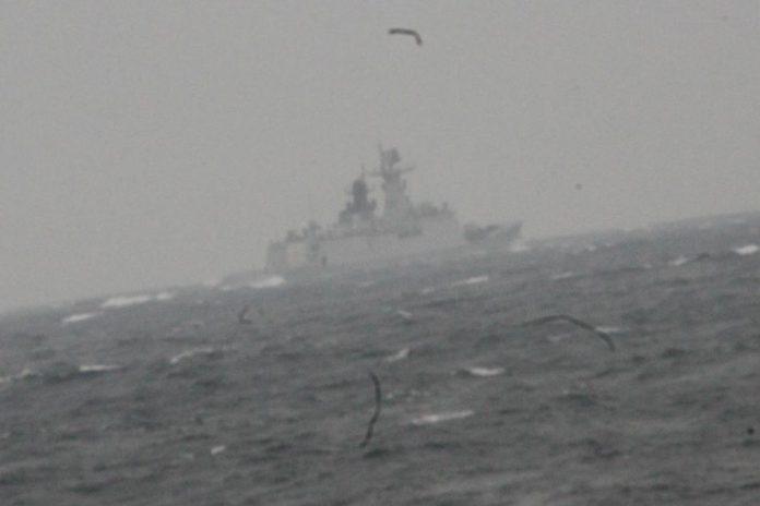 Força naval chinesa em águas sobre jurisdição portuguesa