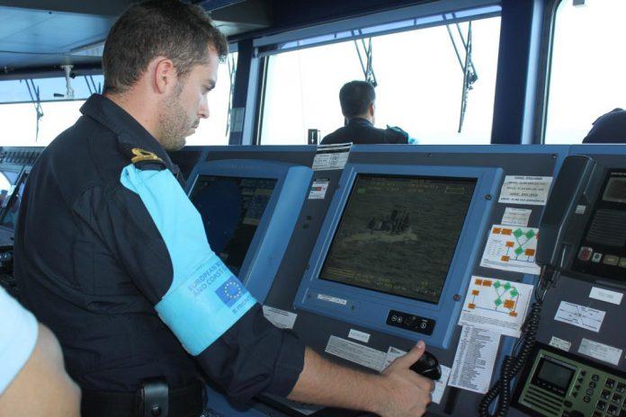 NRP Viana do Castelo deteta embarcação com migrantes ilegais