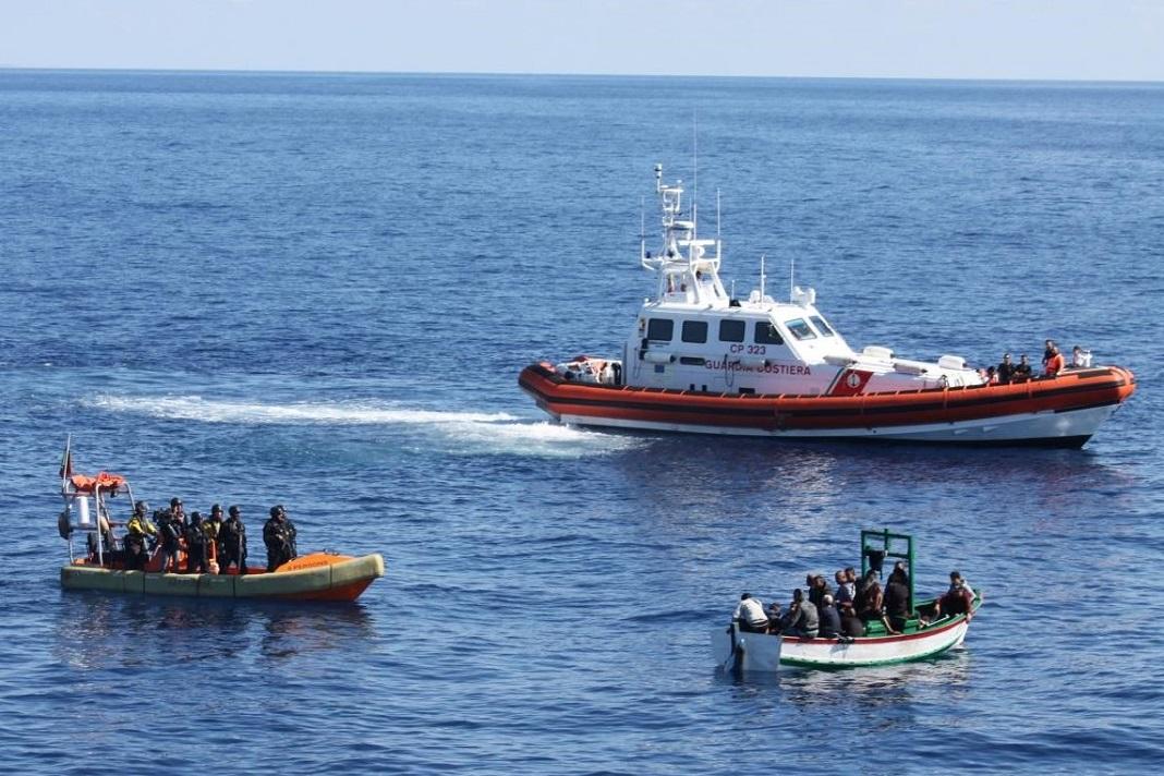Fuzileiros intercetam embarcação de migrantes ilegais