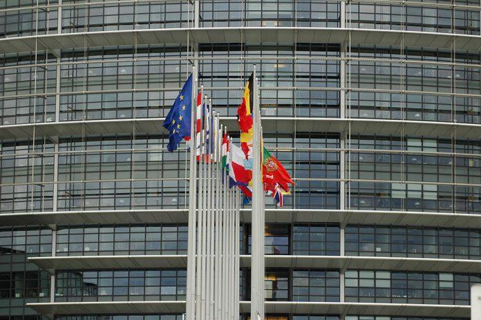 Autorização de vacinas COVID-19 tem apoio do Parlamento Europeu