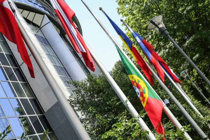 Bandeira Portuguesa a meia-haste no Parlamento Europeu, em Bruxelas