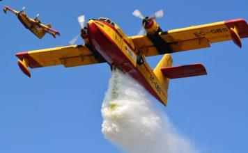 Aviões canadair de combate a incêndios