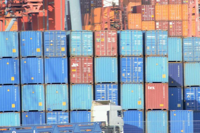 OMC: UE ganha litígio com Rússia sobre veículos comerciais ligeiros