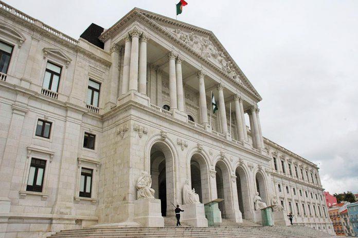 COVID-19: PSD quer ouvir Ministro dos Negócios Estrangeiros sobre portugueses no estrangeiro