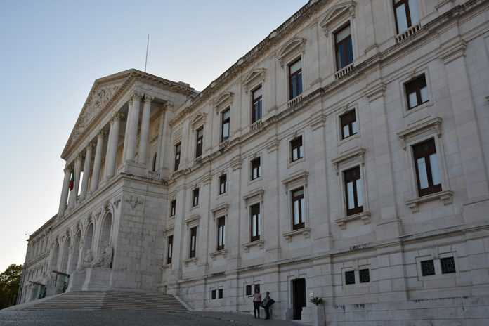 Lei sobre os direitos dos doentes em fim de vida aprovada na AR