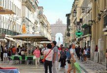 Rua Augusta em Lisboa, dia de compras