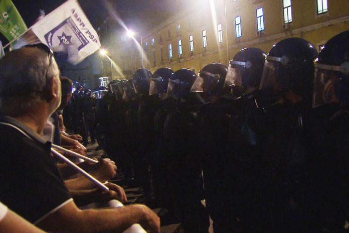 Polícias frente ao Ministério das Finanças