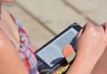 Tempo no smartphone, computador e televisão aumenta risco de AVC