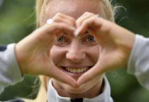 Sarah Puntigam da Áustria apoia 'Saúde do Coração' na UEFA EURO 2017 feminino, Países Baixos