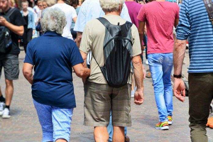 Pessoas a passear