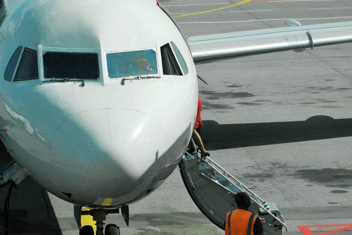 COVID-19: Governo reforça medidas sobre passageiros de voos do Brasil e Reino Unido