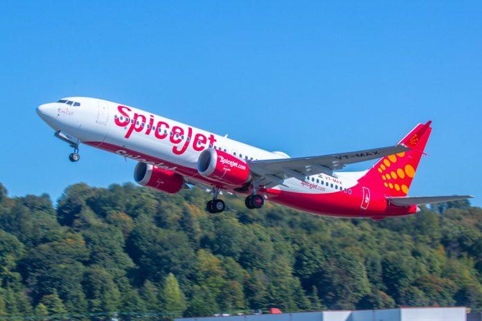 Boeing entrega primeiro avião 737 MAX à SpiceJet.