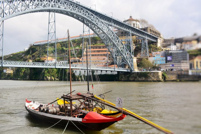 """Feira do Livro do Porto com exposição """"Porto sentido de fora"""""""