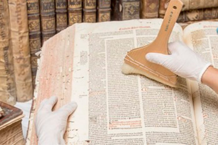 Livros antigos do Convento de Vilar de Frades estão a ser intervencionados