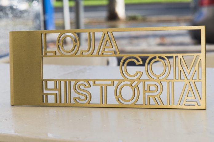 Placa de identificação de Lojas com História