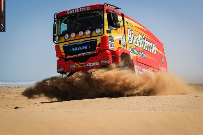 Elisabete Jacinto forçada a paragem na lama no Morocco Desert Challenge
