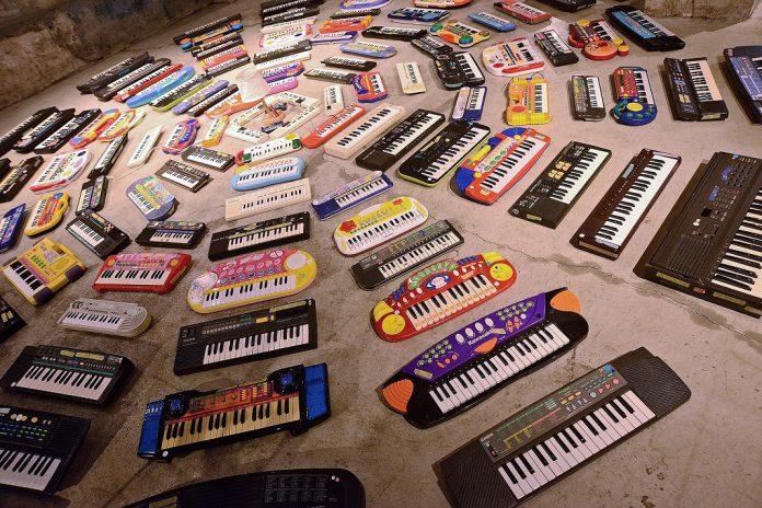 Asuna executa performance sonora com cem órgãos eletrónicos no Museu do Oriente