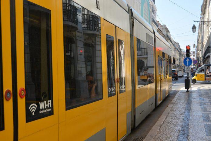 Cartão escolar em Lisboa dá acesso gratuito aos transportes
